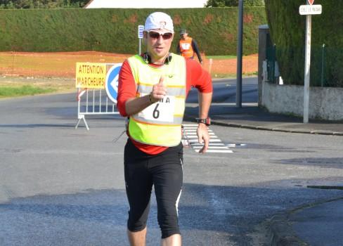 Cédric dans le bas du circuit d'Etampes sur Marne en 2012